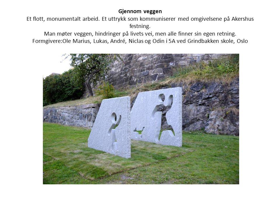 Gjennom veggen Et flott, monumentalt arbeid. Et uttrykk som kommuniserer med omgivelsene på Akershus festning. Man møter veggen, hindringer på livets