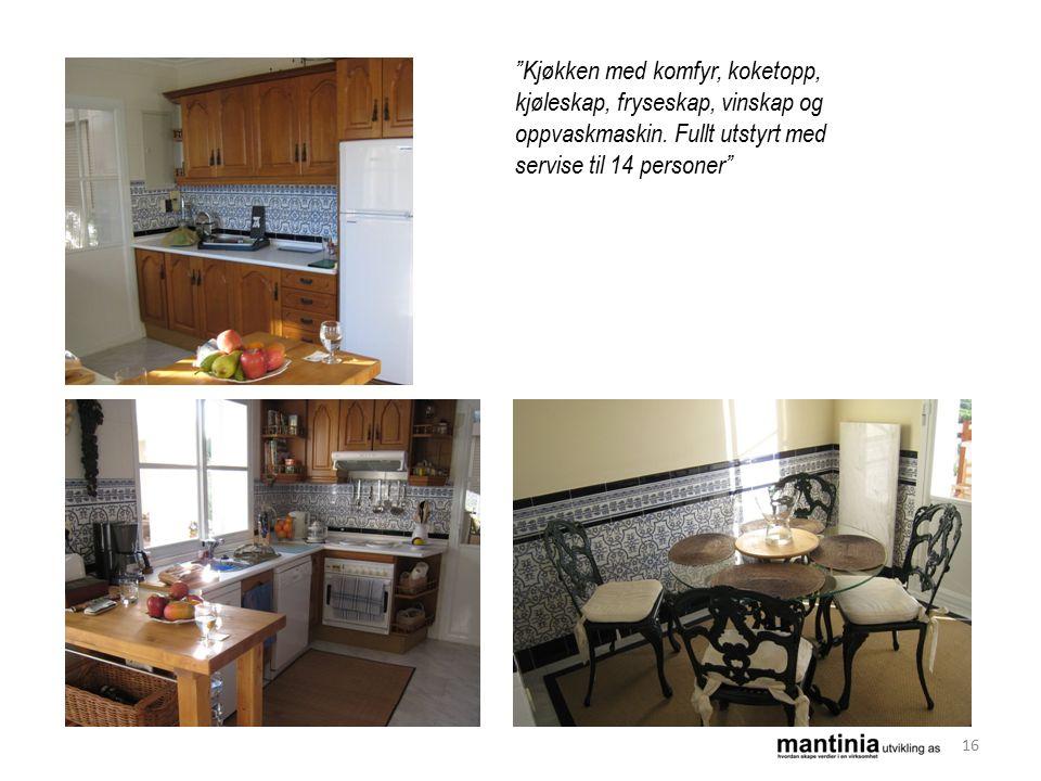 Kjøkken med komfyr, koketopp, kjøleskap, fryseskap, vinskap og oppvaskmaskin.