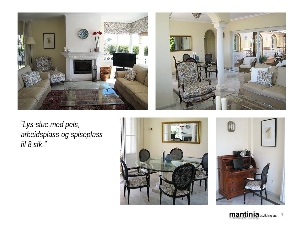 Lys stue med peis, arbeidsplass og spiseplass til 8 stk. 9