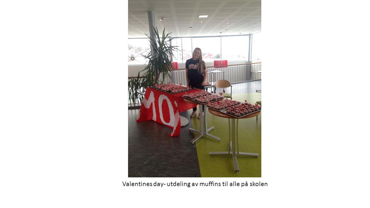 Valentines day- utdeling av muffins til alle på skolen