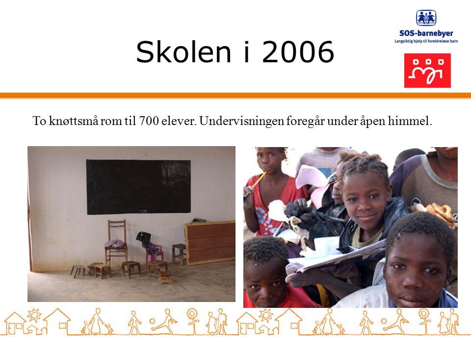 Skolen i 2006 To knøttsmå rom til 700 elever. Undervisningen foregår under åpen himmel.