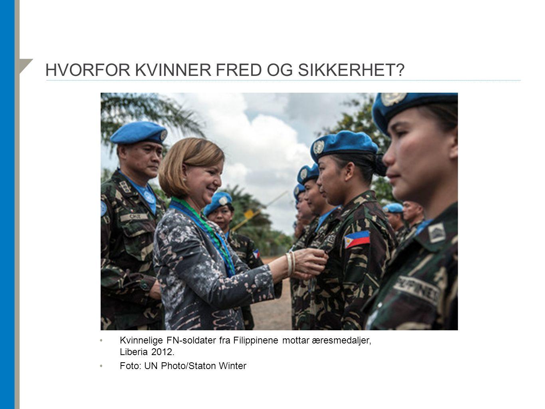 HVORFOR KVINNER FRED OG SIKKERHET? Kvinnelige FN-soldater fra Filippinene mottar æresmedaljer, Liberia 2012. Foto: UN Photo/Staton Winter