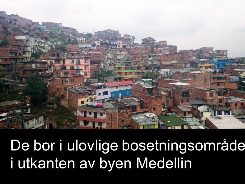 De bor i ulovlige bosetningsområder i utkanten av byen Medellin