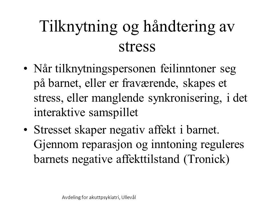 Tilknytning og håndtering av stress Når tilknytningspersonen feilinntoner seg på barnet, eller er fraværende, skapes et stress, eller manglende synkronisering, i det interaktive samspillet Stresset skaper negativ affekt i barnet.
