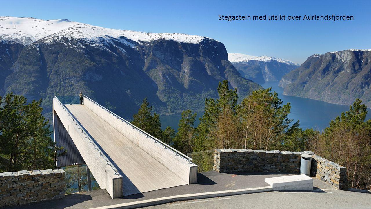 Stegastein med utsikt over Aurlandsfjorden