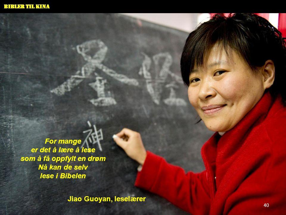 Bibler til Kina For mange er det å lære å lese som å få oppfylt en drøm Nå kan de selv lese i Bibelen Jiao Guoyan, leselærer 40