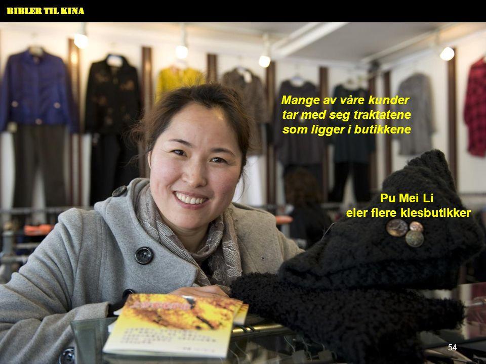 Bibler til Kina Pu Mei Li eier flere klesbutikker Mange av våre kunder tar med seg traktatene som ligger i butikkene 54