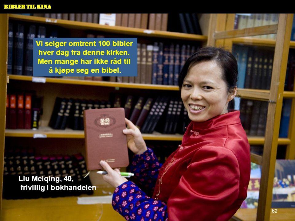 Bibler til Kina Vi selger omtrent 100 bibler hver dag fra denne kirken. Men mange har ikke råd til å kjøpe seg en bibel. Liu Meiqing, 40, frivillig i