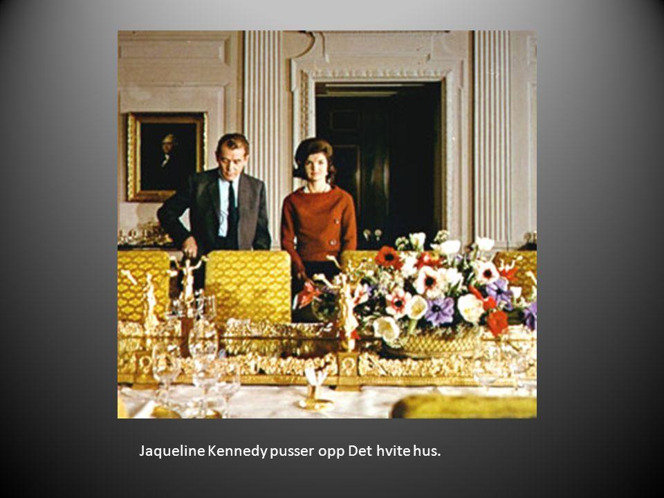Jaqueline Kennedy pusser opp Det hvite hus.