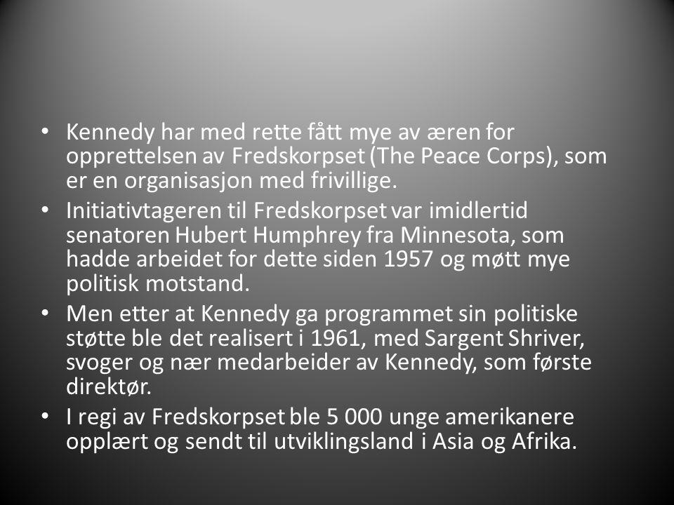Kennedy har med rette fått mye av æren for opprettelsen av Fredskorpset (The Peace Corps), som er en organisasjon med frivillige. Initiativtageren til