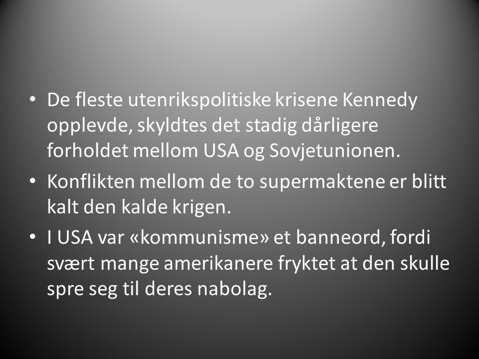 De fleste utenrikspolitiske krisene Kennedy opplevde, skyldtes det stadig dårligere forholdet mellom USA og Sovjetunionen. Konflikten mellom de to sup