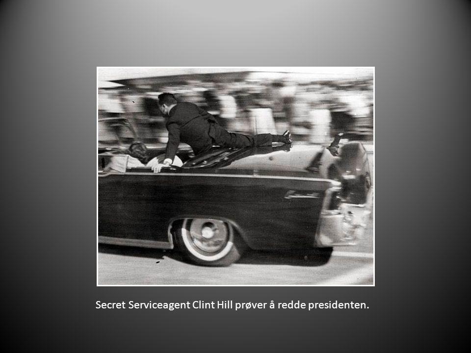 Secret Serviceagent Clint Hill prøver å redde presidenten.