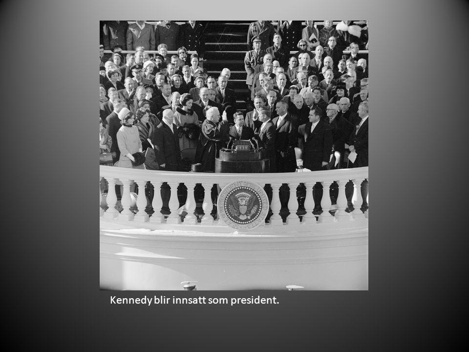 Kennedy møter medlemmer av Fredskorpset.