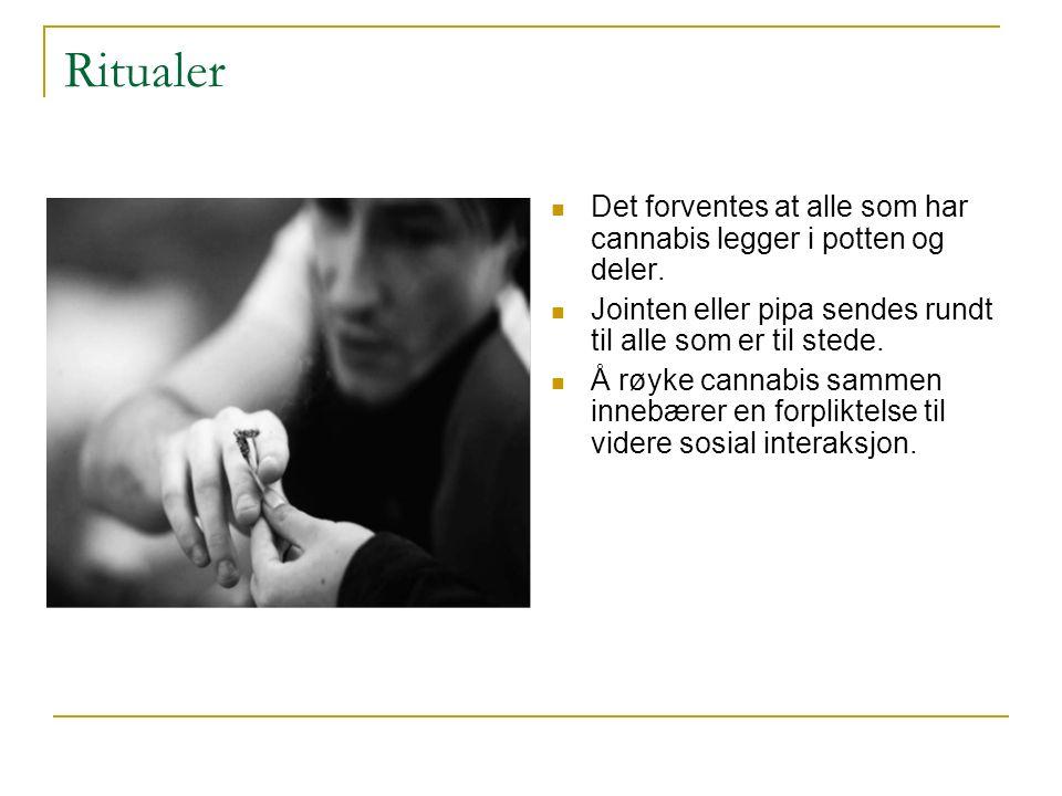 Ritualer Det forventes at alle som har cannabis legger i potten og deler. Jointen eller pipa sendes rundt til alle som er til stede. Å røyke cannabis