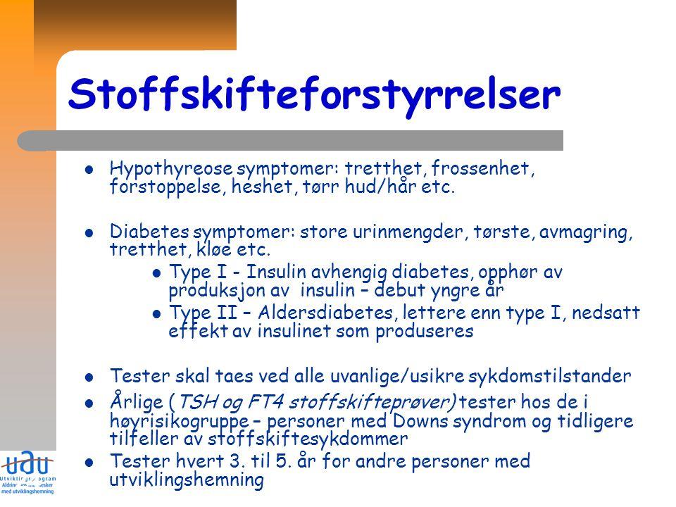 24 Stoffskifteforstyrrelser Hypothyreose symptomer: tretthet, frossenhet, forstoppelse, heshet, tørr hud/hår etc. Diabetes symptomer: store urinmengde