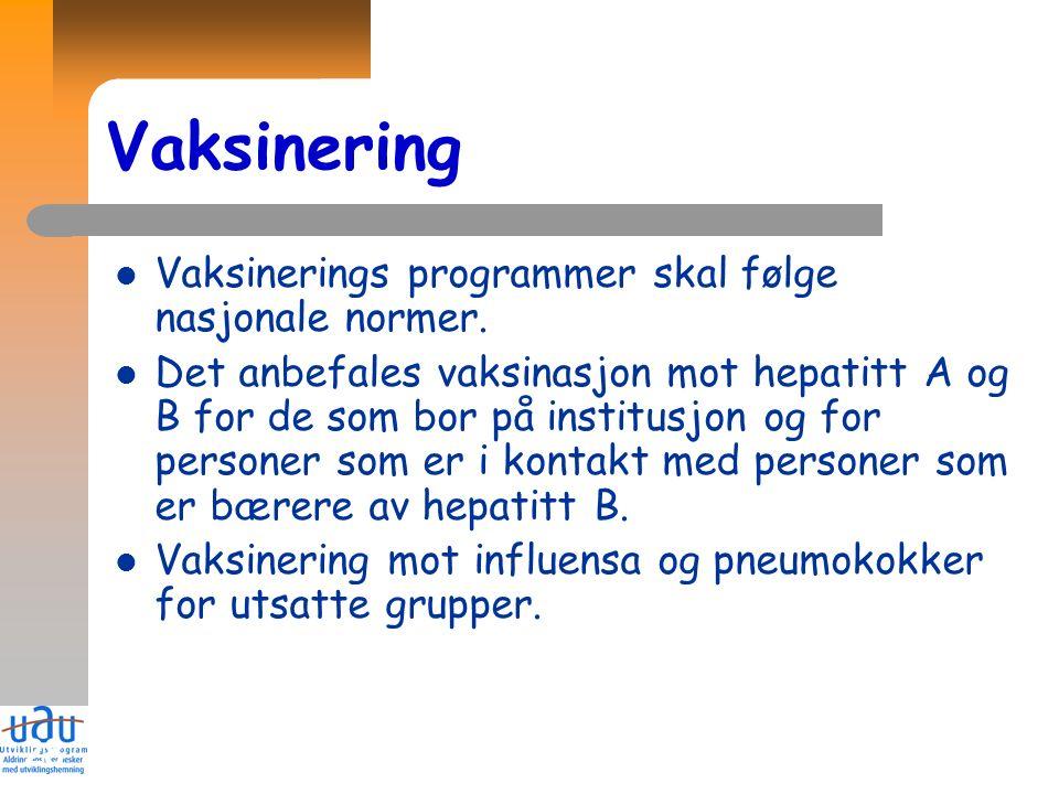 28 Vaksinering Vaksinerings programmer skal følge nasjonale normer. Det anbefales vaksinasjon mot hepatitt A og B for de som bor på institusjon og for