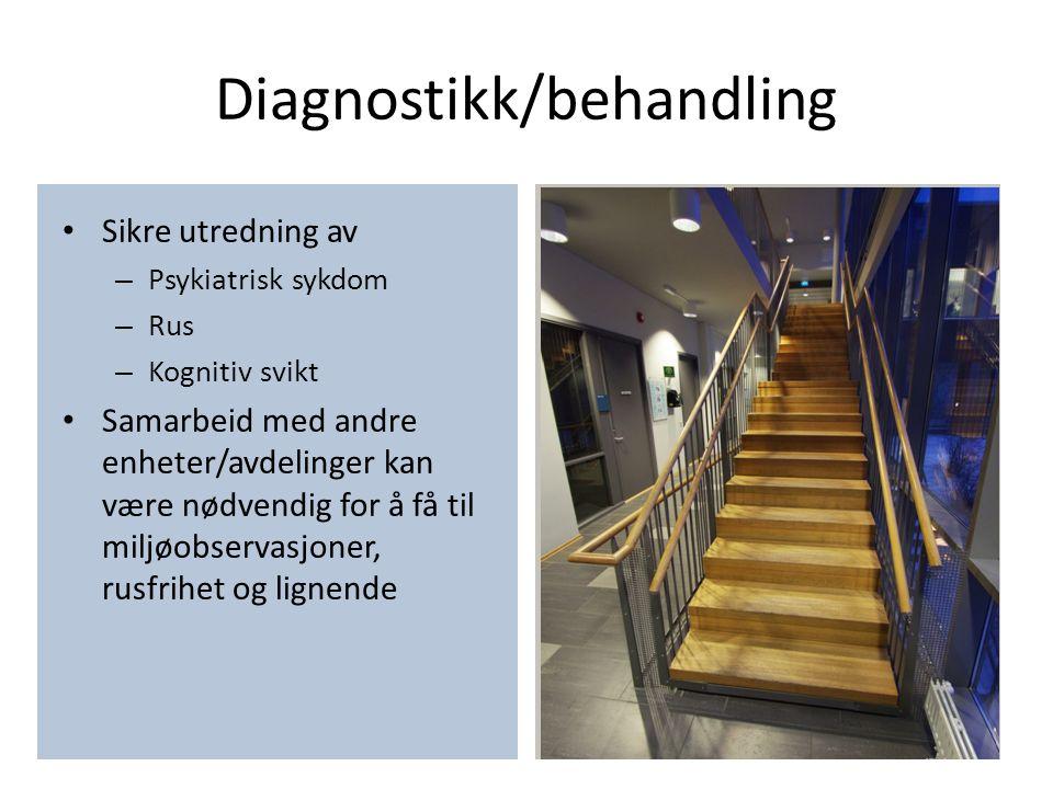 Diagnostikk/behandling Sikre utredning av – Psykiatrisk sykdom – Rus – Kognitiv svikt Samarbeid med andre enheter/avdelinger kan være nødvendig for å få til miljøobservasjoner, rusfrihet og lignende Medikamentell behandling Compliance Dosering Tvangsbehandling.