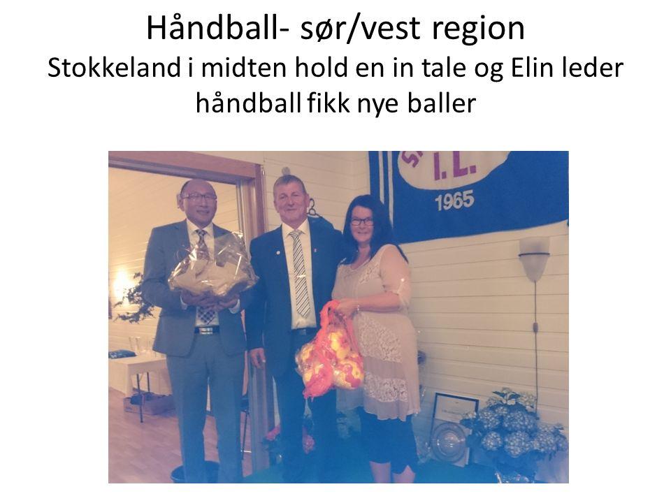 Håndball- sør/vest region Stokkeland i midten hold en in tale og Elin leder håndball fikk nye baller
