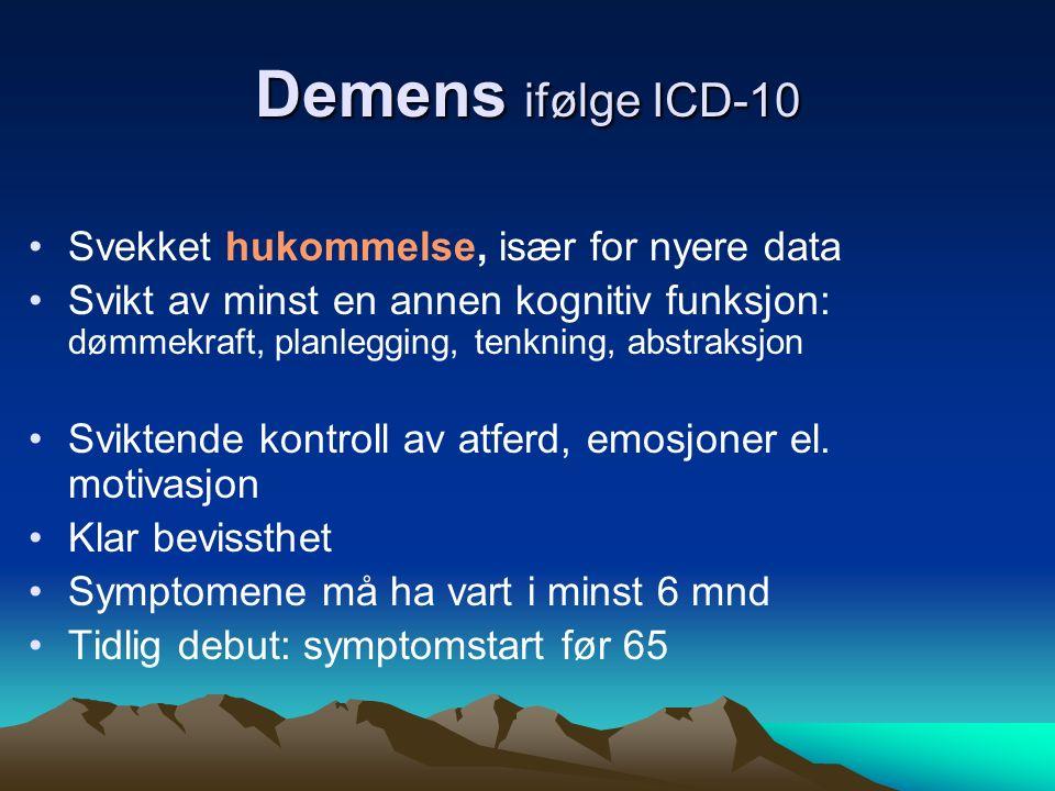Demens ifølge ICD-10 Svekket hukommelse, især for nyere data Svikt av minst en annen kognitiv funksjon: dømmekraft, planlegging, tenkning, abstraksjon Sviktende kontroll av atferd, emosjoner el.