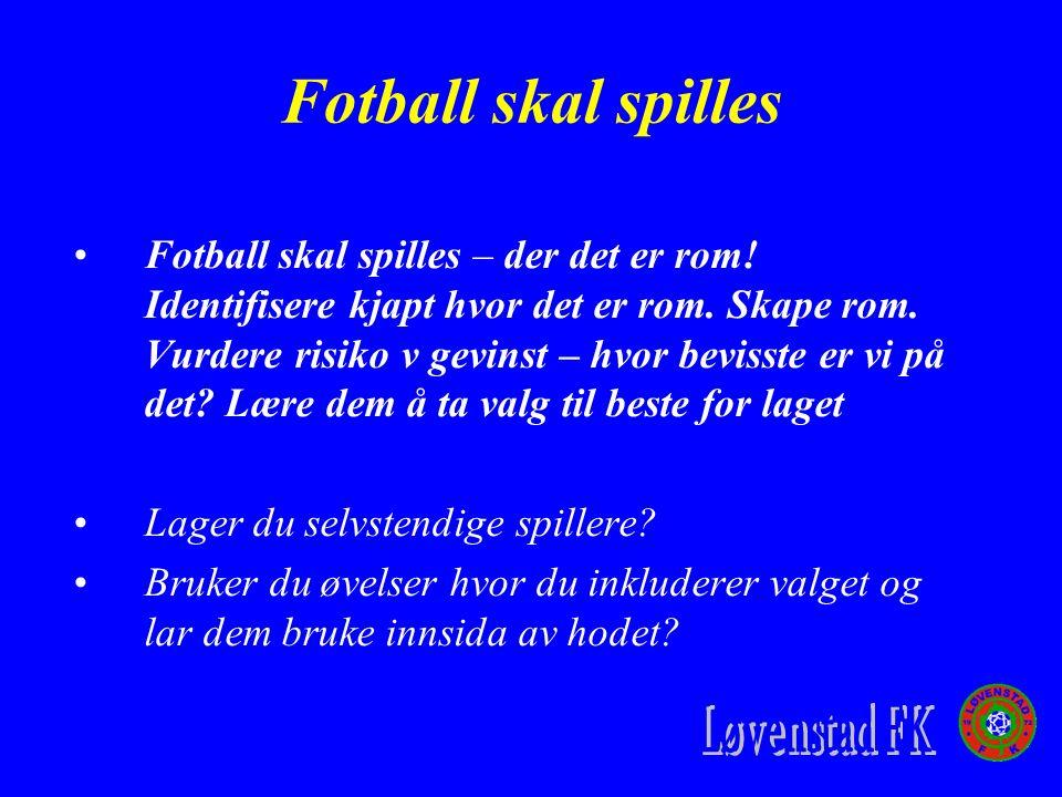 Fotball skal spilles Fotball skal spilles – der det er rom.