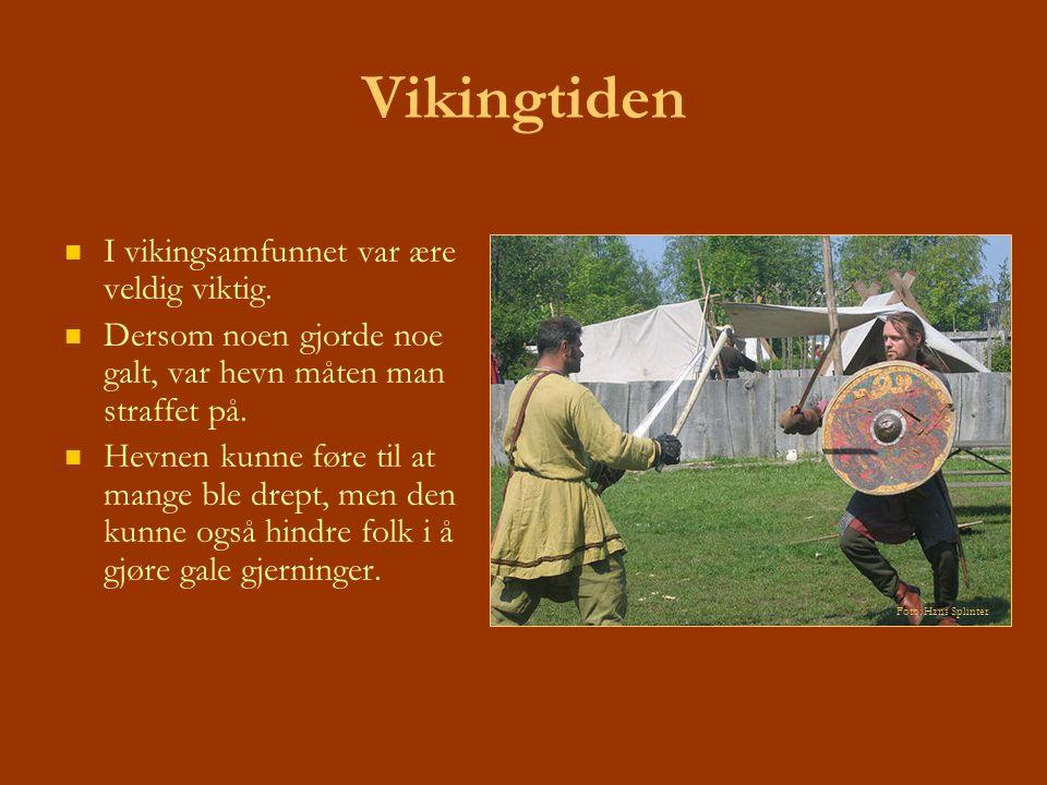 Vikingtiden I vikingsamfunnet var ære veldig viktig. Dersom noen gjorde noe galt, var hevn måten man straffet på. Hevnen kunne føre til at mange ble d