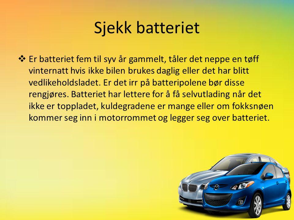 Sjekk batteriet  Er batteriet fem til syv år gammelt, tåler det neppe en tøff vinternatt hvis ikke bilen brukes daglig eller det har blitt vedlikeholdsladet.