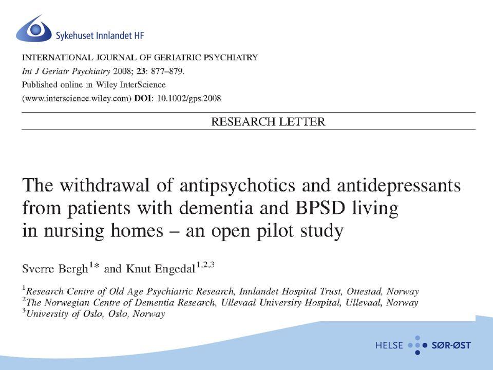 Studiedesign Åpen studie, 7 sykehjem i Oppland og Hedmark 2007 Antipsykotika og antidepressiva seponert på en uke 5 besøk –Baseline, 3, 6, 12 og 24 uker 23 pasienter inkludert 10 pasienter fullførte 24 uker