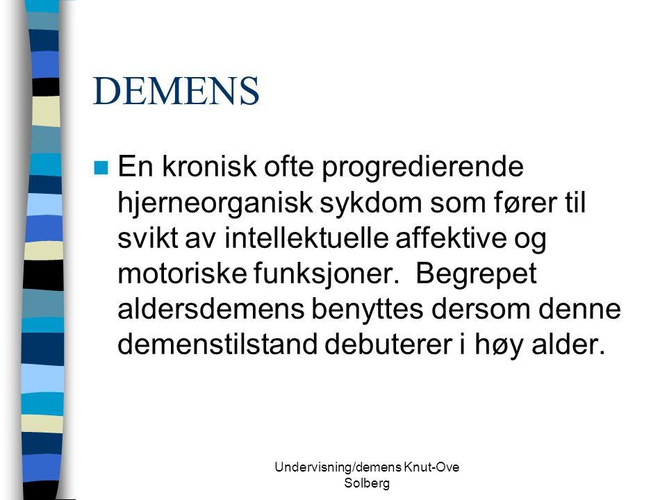 Undervisning/demens Knut-Ove Solberg DEMENS HOS DOWN SYNDROM Først beskrevet av Javis i 1948 (eng.journal) I dag mange artikler (Lott 82, Dalton 86,93, Rabe 90, Schupf 90) Kliniske symptomer sammenlignbar med Alzheimer pasienter.