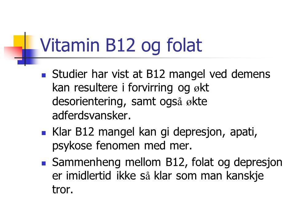 Vitamin B12 og folat Studier har vist at B12 mangel ved demens kan resultere i forvirring og ø kt desorientering, samt ogs å ø kte adferdsvansker. Kla