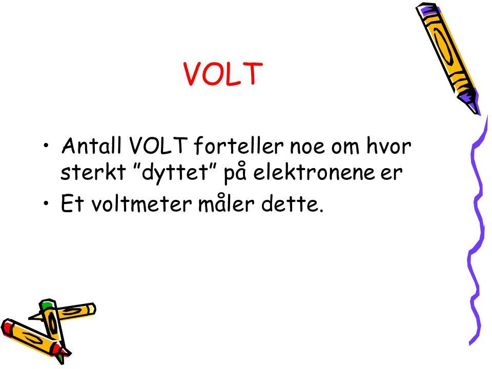 """VOLT Antall VOLT forteller noe om hvor sterkt """"dyttet"""" på elektronene er Et voltmeter måler dette."""