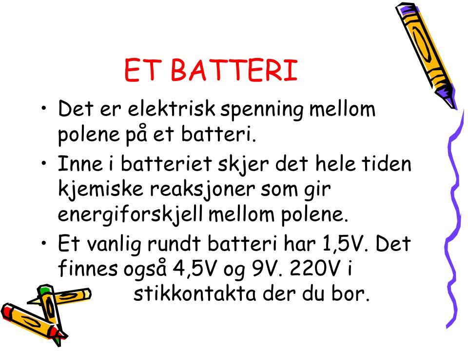 ET BATTERI Det er elektrisk spenning mellom polene på et batteri. Inne i batteriet skjer det hele tiden kjemiske reaksjoner som gir energiforskjell me