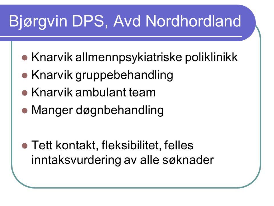 Innhald i tilbodet (2) Utvida tilgjenge til akutt vaksenpsykiatrisk spesialisthjelp i Nordhordland utover ordinær arbeidstid gjennom samarbeid med Nordhordland interkommunale legevakt DPS / lokalsjukehuset blir tilgjengeleg kl 08-23 på kvardagar og kl 12-20 laurdagar/søndagar/helgedagar Psykolog(-spesialist) med vurderingskompetanse og beslutningsmynde i 7-delt beredskapsvakt kan tilkallast utanom vanleg kontortid.