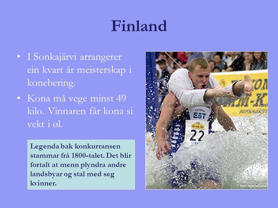 Finland I Sonkajärvi arrangerer ein kvart år meisterskap i konebering. Kona må vege minst 49 kilo. Vinnaren får kona si vekt i øl. Legenda bak konkurr