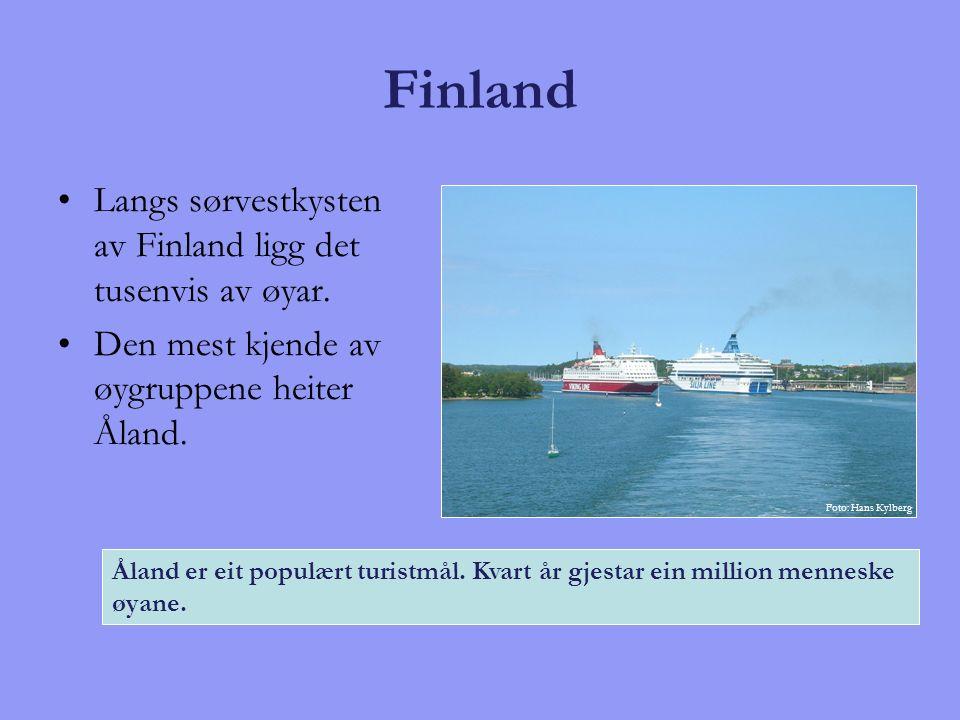 Finland Langs sørvestkysten av Finland ligg det tusenvis av øyar. Den mest kjende av øygruppene heiter Åland. Åland er eit populært turistmål. Kvart å