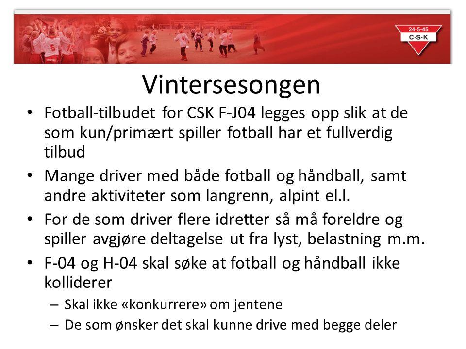 Vintersesongen Fotball-tilbudet for CSK F-J04 legges opp slik at de som kun/primært spiller fotball har et fullverdig tilbud Mange driver med både fot