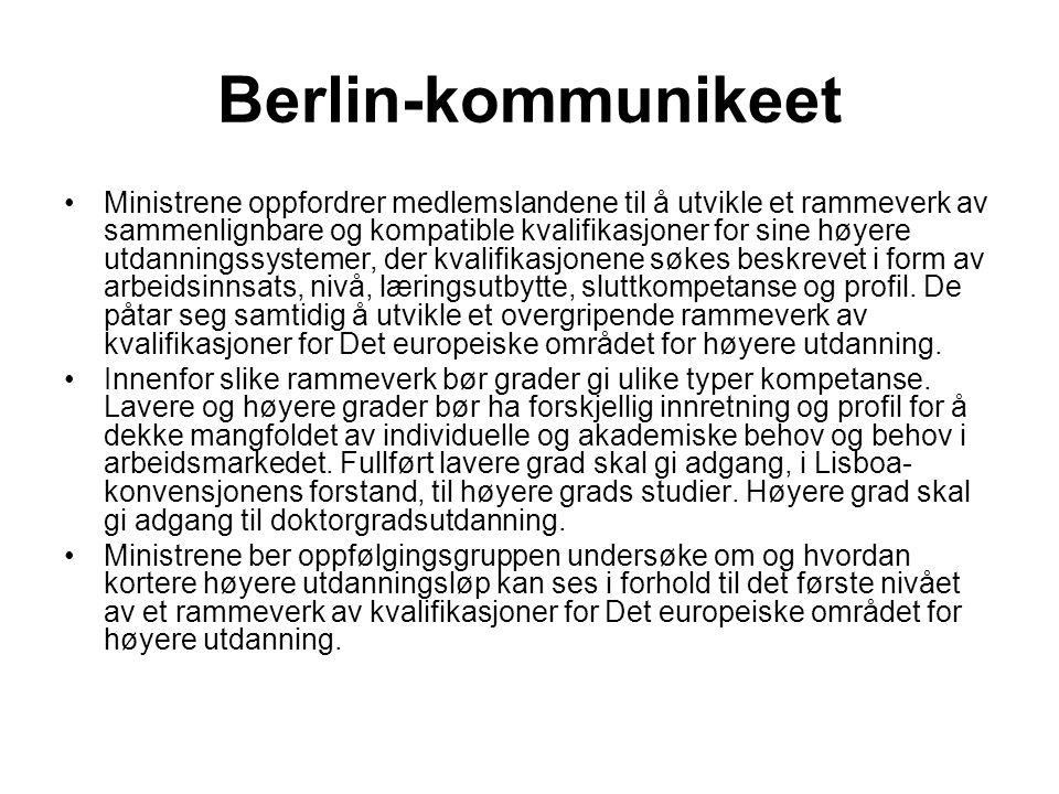 Bergen-kommunikeet Vi vedtar det overordnede rammeverket for kvalifikasjoner i Det europeiske området for høyere utdanning, med tre nivåer for grader (inkludert, i nasjonal sammenheng, muligheten for kvalifikasjoner mellom gradsnivåene), allmenne deskriptorer for hvert gradsnivå basert på læringsutbytte og kompetanse, og et definert omfang av studiepoeng for første og andre nivå.