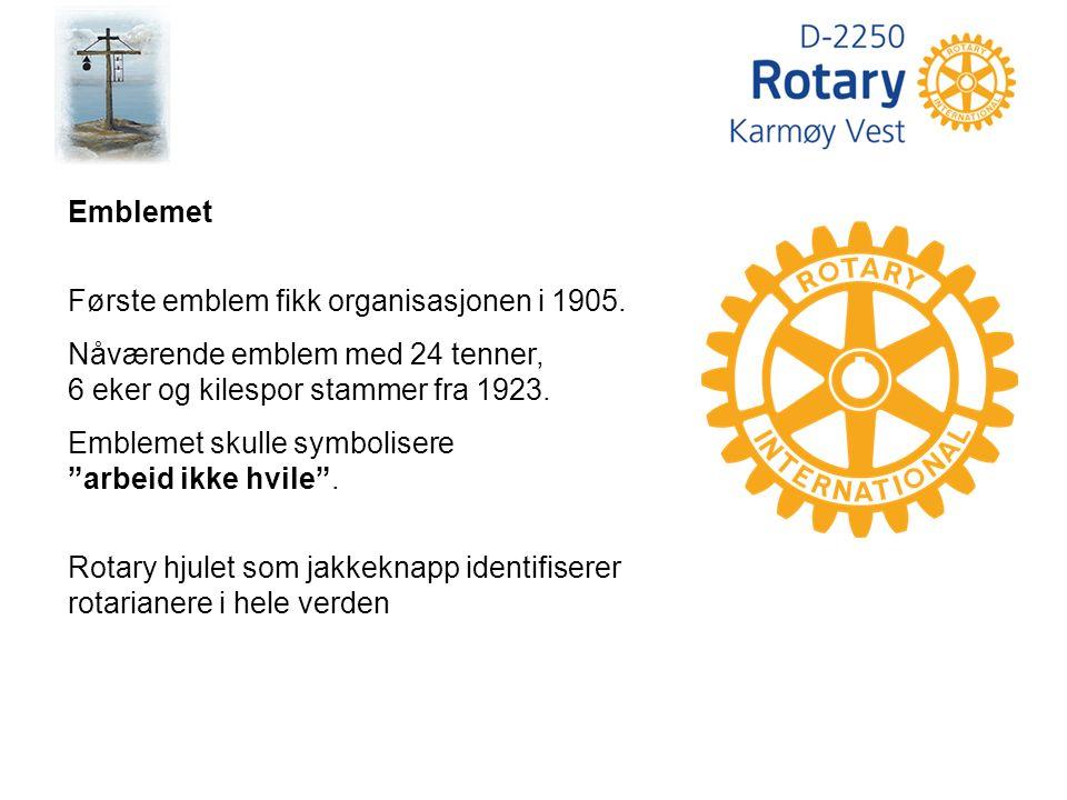 Emblemet Første emblem fikk organisasjonen i 1905.