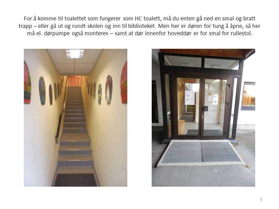 For å komme til toalettet som fungerer som HC toalett, må du enten gå ned en smal og bratt trapp – eller gå ut og rundt skolen og inn til biblioteket.