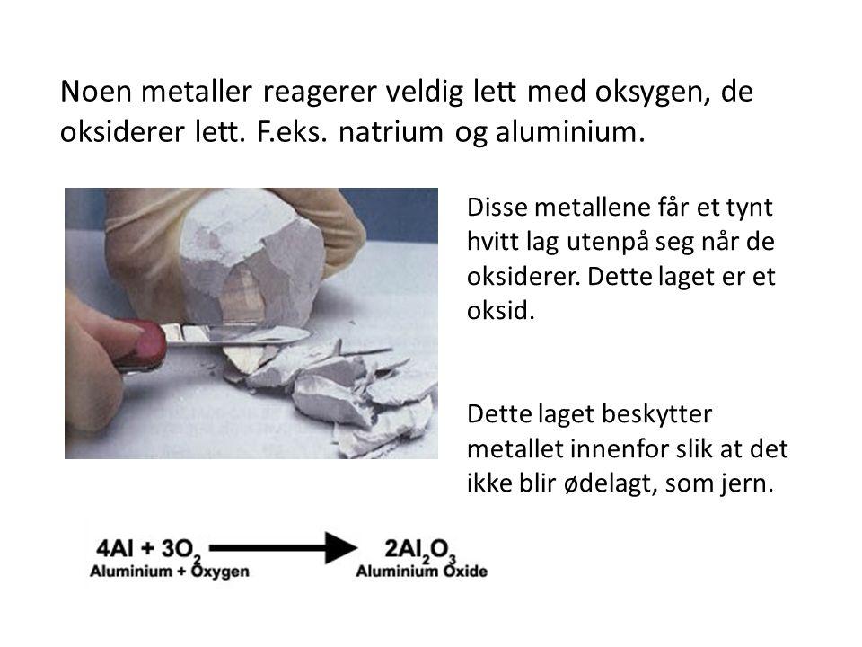 Noen metaller reagerer veldig lett med oksygen, de oksiderer lett.
