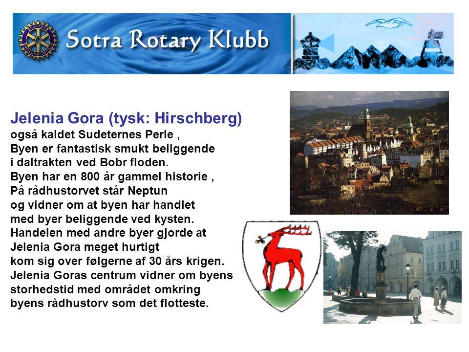 Jelenia Gora (tysk: Hirschberg) også kaldet Sudeternes Perle, Byen er fantastisk smukt beliggende i daltrakten ved Bobr floden.