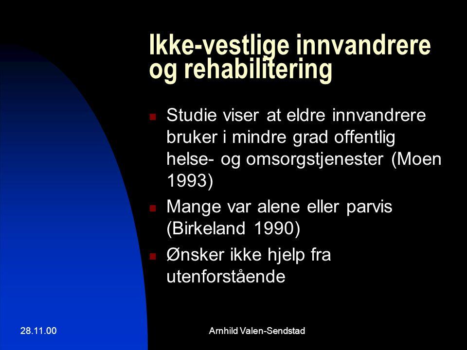 28.11.00Arnhild Valen-Sendstad Ikke-vestlige innvandrere og rehabilitering Studie viser at eldre innvandrere bruker i mindre grad offentlig helse- og omsorgstjenester (Moen 1993) Mange var alene eller parvis (Birkeland 1990) Ønsker ikke hjelp fra utenforstående