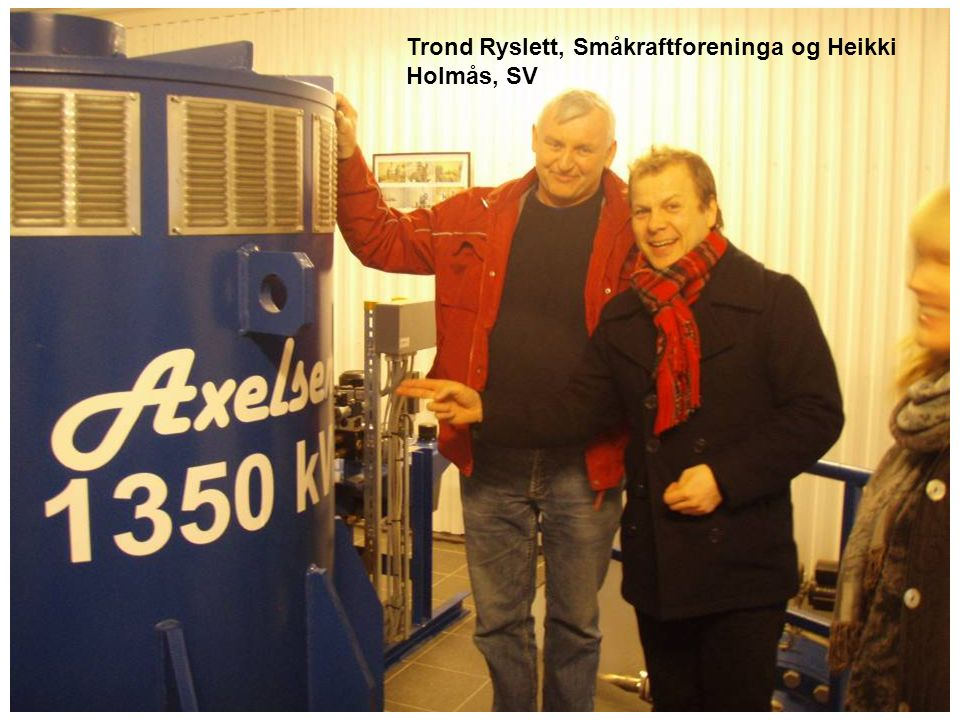 Nestleder i Småkraftforeninga Rune Nydal, Olje- og energiminister Terje Riis-Johansen og daglig leder i Småkraftforeninga Bjørn Lauritzen