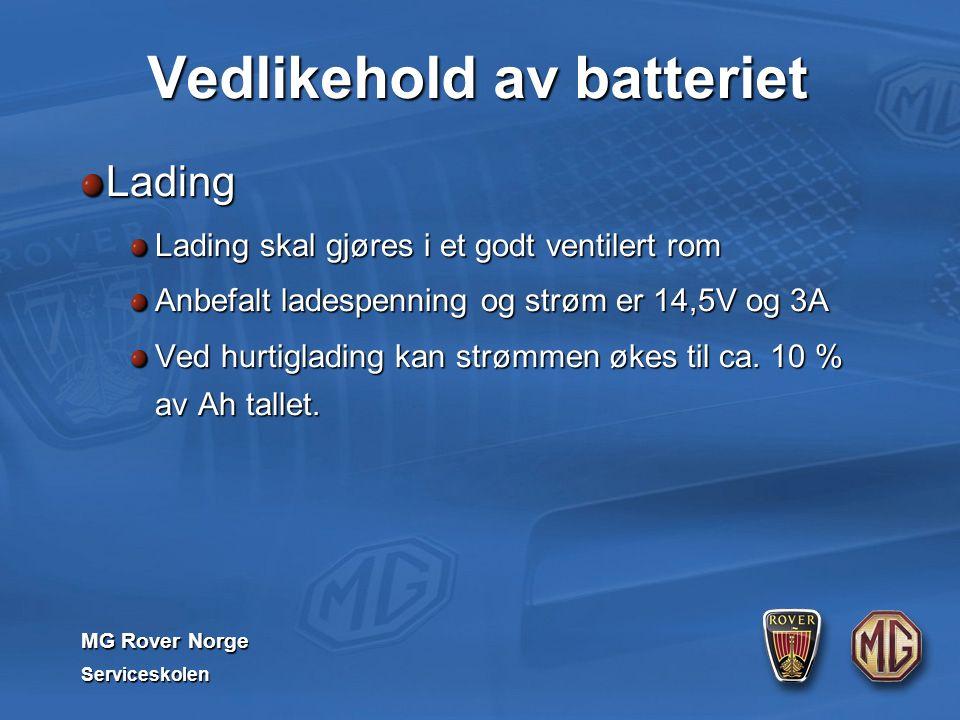 MG Rover Norge Serviceskolen Vedlikehold av batteriet Lading Lading skal gjøres i et godt ventilert rom Anbefalt ladespenning og strøm er 14,5V og 3A Ved hurtiglading kan strømmen økes til ca.