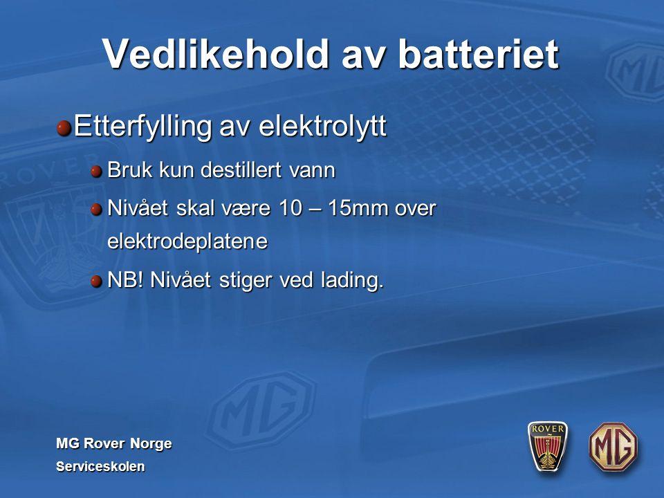 MG Rover Norge Serviceskolen Vedlikehold av batteriet Etterfylling av elektrolytt Bruk kun destillert vann Nivået skal være 10 – 15mm over elektrodeplatene NB.