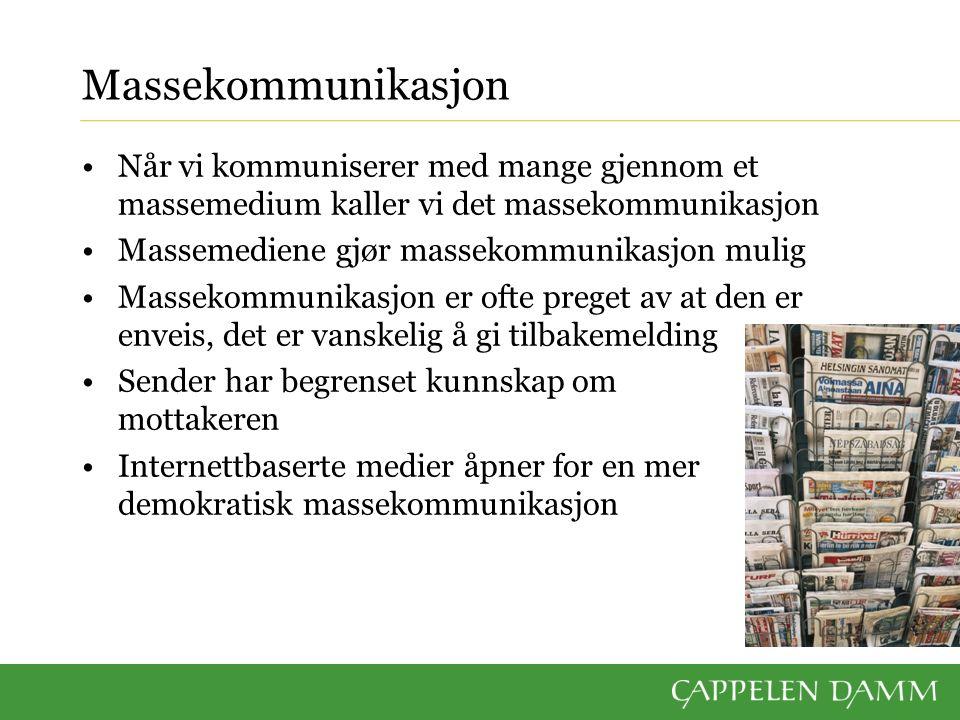 Massekommunikasjon Når vi kommuniserer med mange gjennom et massemedium kaller vi det massekommunikasjon Massemediene gjør massekommunikasjon mulig Ma