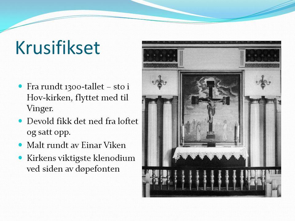 Krusifikset Fra rundt 1300-tallet – sto i Hov-kirken, flyttet med til Vinger.