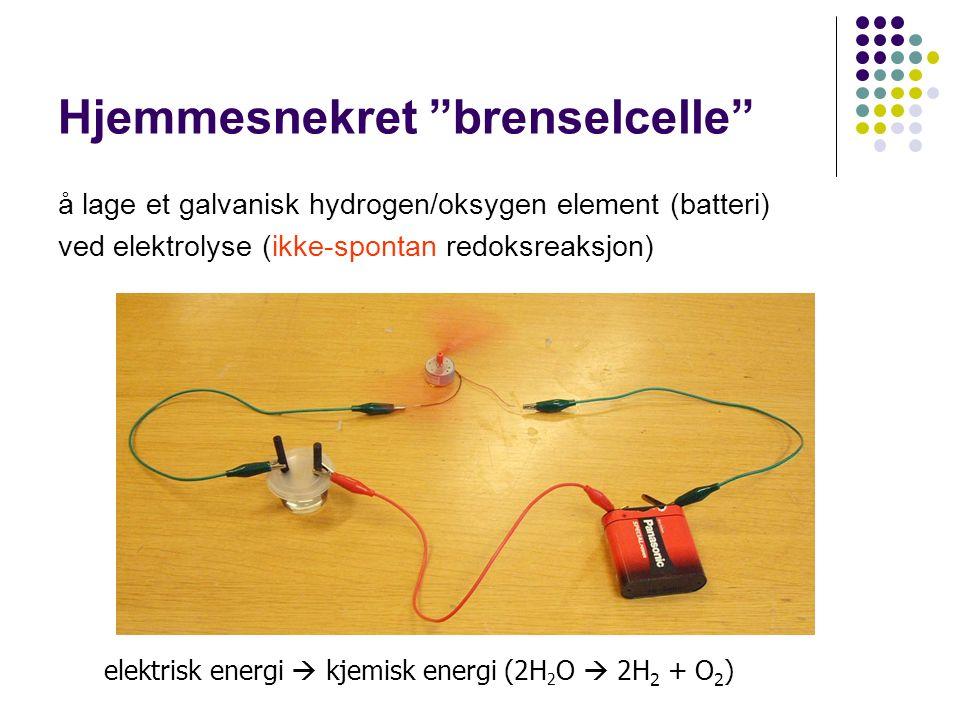 Hjemmesnekret brenselcelle å lage et galvanisk hydrogen/oksygen element (batteri) ved elektrolyse (ikke-spontan redoksreaksjon) elektrisk energi  kjemisk energi (2H 2 O  2H 2 + O 2 )