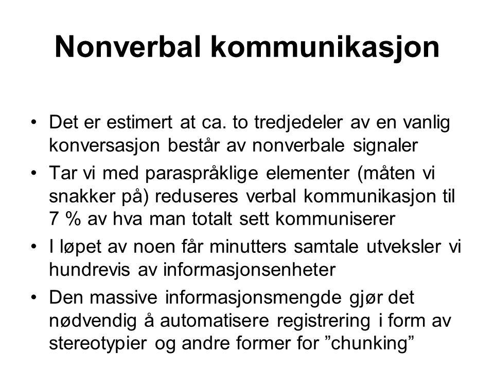 Nonverbal kommunikasjon Det er estimert at ca. to tredjedeler av en vanlig konversasjon består av nonverbale signaler Tar vi med paraspråklige element