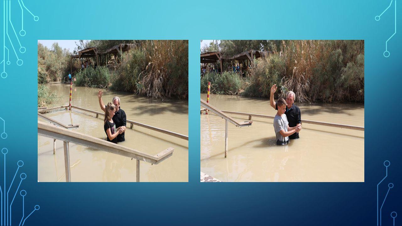 Matt 3,16 Da Jesus var blitt døpt, steg han straks opp av vannet.