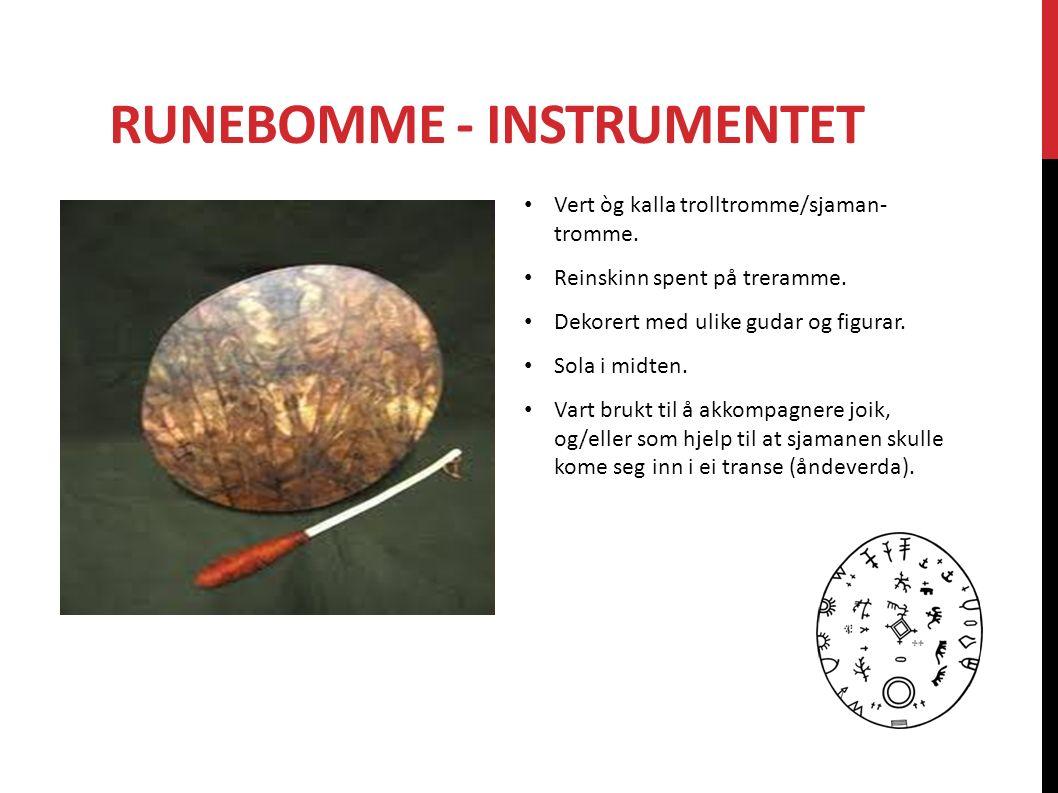 RUNEBOMME - INSTRUMENTET Vert òg kalla trolltromme/sjaman- tromme. Reinskinn spent på treramme. Dekorert med ulike gudar og figurar. Sola i midten. Va